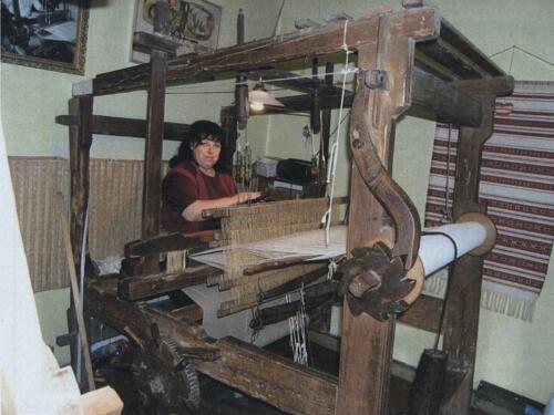 Technologie tkaní činovati na Horňácku - tkalcovský stav