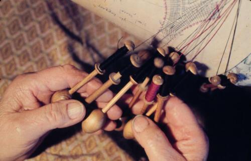 Ruce krajkářky Mrie Štěrbové, konec 90. let 20. století